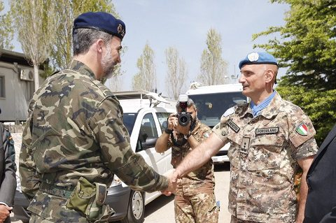 rey_viaje_libano_20150408_il re Filippo VI e il gen Portolano UNIFIL_Ph Casa Real
